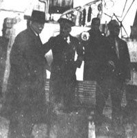 Le Maréchal en compagnie du commandant de L'Amiral-Mouchez
